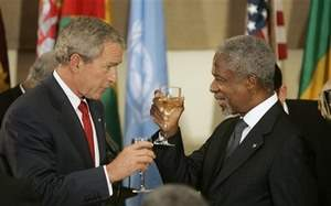 Bush and Annan toasting